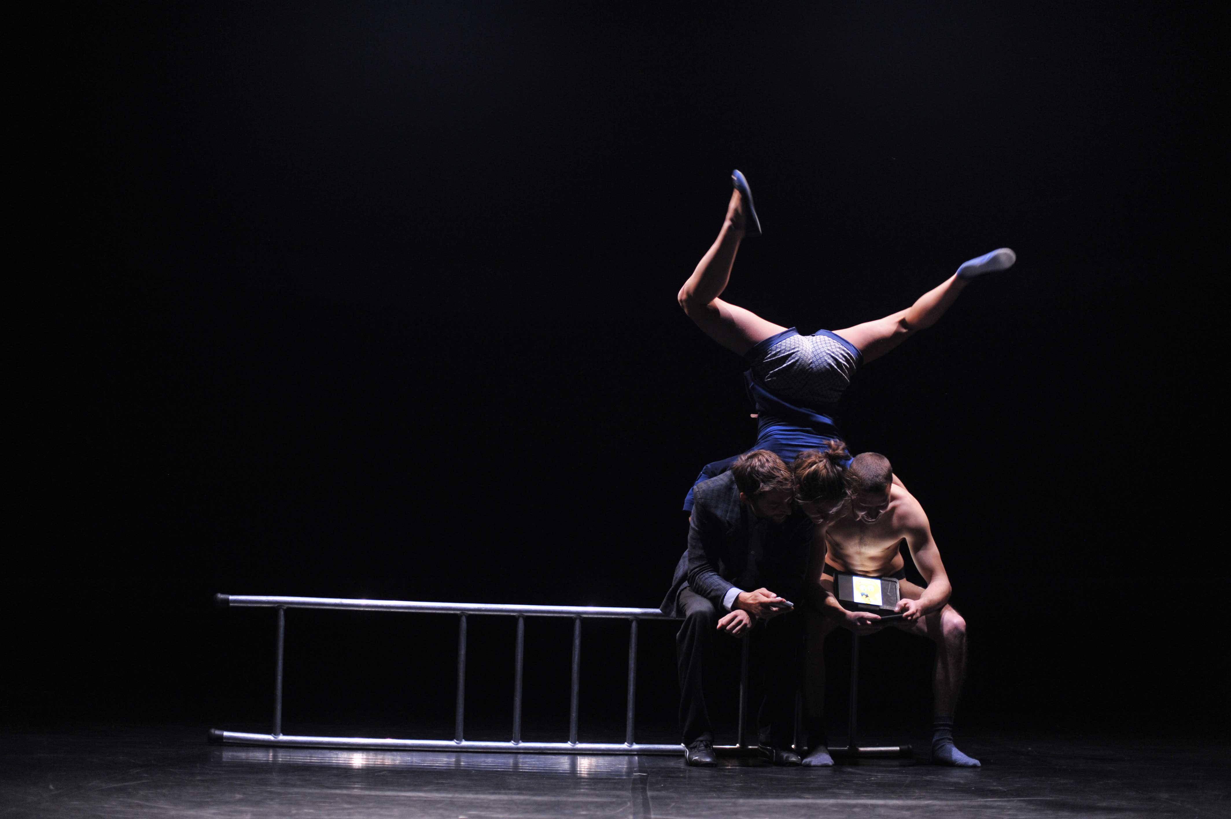 zenhir-circo-contemporaneo---ahcomèbelloluomo-1